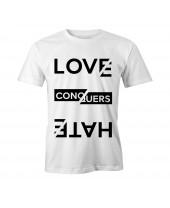 Camiseta LGBT Logay Love Conquers Branca